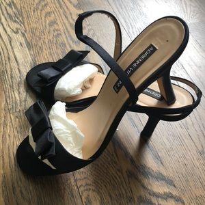 EUC Adrienne Vittadini black satin heel w/bows